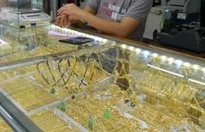 Giá vàng hôm nay 9-9: Giảm tiếp, USD không ngừng tăng giá