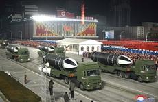 Triều Tiên bí mật duyệt binh trong đêm, Hàn Quốc ngồi trên đống lửa