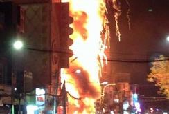 Cháy dãy quán karaoke, nhà liền kề, 1 người chết