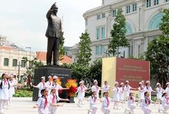 Khánh thành tượng đài Chủ tịch Hồ Chí Minh