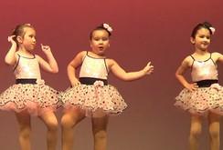 Đã  có 34 triệu lượt xem clip vũ công nhí nhảy rất dễ thương