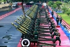Video: 21 loạt đại bác mở màn lễ diễu binh kỷ niệm 70 năm Quốc khánh