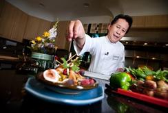 Clip: Vua đầu bếp Martin Yan hướng dẫn bạn cách ăn chay khỏe mạnh