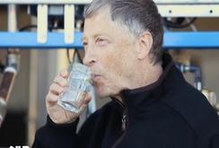 Bill Gates uống nước… làm từ chất thải con người