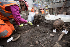 Anh: Khai quật mộ cổ 3.000 hài cốt dưới lòng thủ đô London