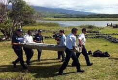 Phát hiện mảnh vỡ nghi của máy bay mất tích MH370