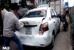 3 ô tô tông nhau liên hoàn, ùn xe kéo dài