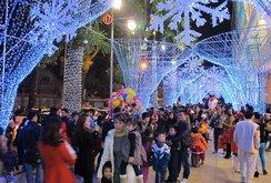 Ghi nhanh: Người dân TP HCM nô nức đón mừng Giáng sinh
