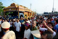 Hàng ngàn người dân đưa tiễn 6 nạn nhân vụ thảm sát ở Bình Phước