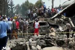 Giây phút máy bay C-130 Hercules của Indonesia rơi xuống và bốc cháy