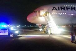 2 máy bay Pháp chở 700 người hạ cánh khẩn cấp vì bị dọa đánh bom