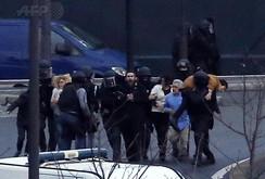 Pháp tiêu diệt 3 tên khủng bố, 19 người chết