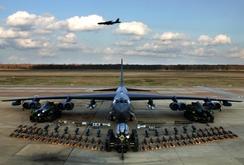 Máy bay B52 của Mỹ bay trên Trường Sa