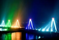 Cầu Nhật Tân đẹp lung linh
