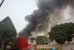 Hơn trăm cảnh sát vật lộn với đám cháy trong KCN Vĩnh Lộc