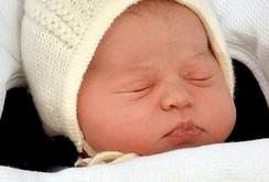 Vợ chồng hoàng tử William khoe công chúa mới sinh