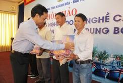 350 triệu đồng hỗ trợ ngư dân nghiệp đoàn nghề cá Khánh Hòa