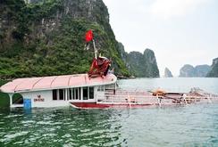 Chìm tàu du lịch trên vịnh Hạ Long, 48 hành khách được cứu