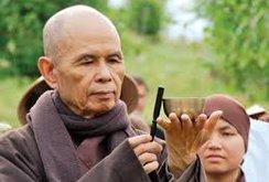 Thiền sư Thích Nhất Hạnh đi Mỹ điều trị bệnh