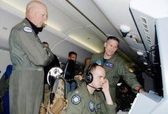 Tư lệnh Mỹ trực tiếp bay trinh sát biển Đông