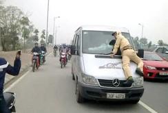 Giữ hình sự tài xế hất CSGT lên nắp ca pô ô tô