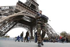 Paris ngột ngạt: 5.000 binh sĩ tuần tra ngày đêm