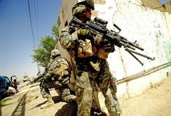 """Mỹ quyết ngăn không cho khủng bố IS """"tắm máu"""" Ramadi"""