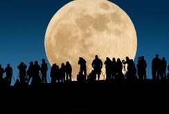 Ngắm siêu trăng tuyệt đẹp khắp thế giới