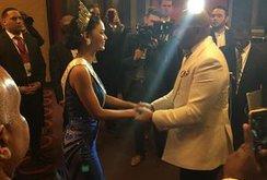 Clip: MC Steve Harvey cúi người xin lỗi Miss Universe 2015