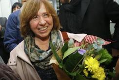 Giải Nobel văn chương thuộc về nữ nhà văn Svetlana Alexievich, người Belarrus