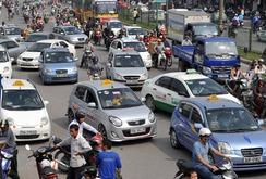 Xăng tăng giá sốc, cước taxi đồng loạt tăng theo