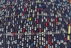 Video: Cảnh kẹt xe kinh hoàng trên xa lộ 50 làn xe