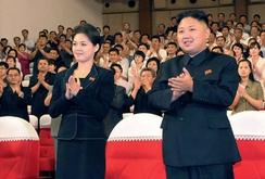 Bản tin NLĐ ngày 26- 11: Triều Tiên ra lênh dân phải cắt tóc theo chuẩn Kim Jong-un và phu nhân