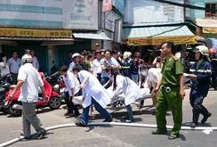 Ô tô lao vào nhà dân, 2 người chết, 3 người bị thương