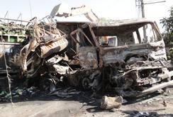 Tài xế và bé gái 3 tuổi tử vong khi xe tải bốc cháy