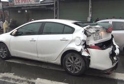 Xe tải tông nát ô tô, 4 người thoát chết