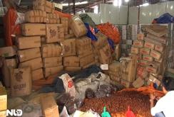 Đột kích cơ sở sản xuất mứt tết bẩn ở TP HCM