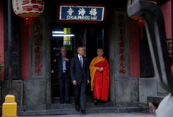 Tổng thống Obama thăm chùa Ngọc Hoàng
