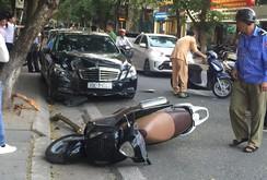 Hà Nội: Ô tô mất lái tông 4 người nhập viện