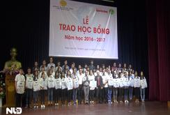 Báo Người Lao Động cùng Công ty Duy Lợi trao hơn 60 suất học bổng cho sinh viên