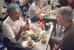 """Đầu bếp Bourdain chia sẻ """"6 sự thật về bữa ăn với ông Obama"""""""
