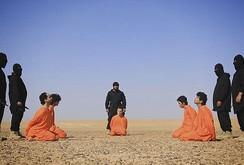 IS chặt đầu 5 gián điệp giữa sa mạc