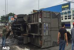 Tai nạn liên hoàn, Quốc lộ 1A ùn tắc nghiêm trọng