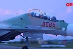 Clip: Cái vẫy tay từ buồng lái SU 30-MK2 của phi công Trần Quang Khải