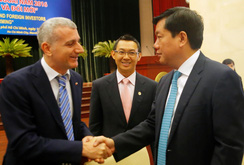 Doanh nghiệp nước ngoài cần đường dây nóng của Bí thư Đinh La Thăng