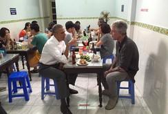 Clip: Tổng thống Obama đi ăn bún chả Hà Nội