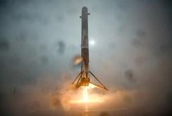 Mỹ: Tên lửa đẩy Falcon 9 nổ tung khi tiếp hạm