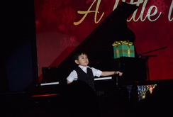Bản tin NLĐ ngày 21-12: Thần đồng piano Evan Le biểu diễn trên phố đi bộ Nguyễn Huệ