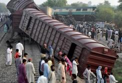 Bản tin NLĐ ngày 15 - 9: Tai nạn tàu lửa thảm khốc ở Pakistan, 156 người thương vong