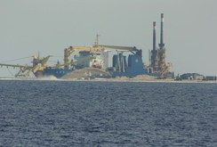 Bản tin NLĐ ngày 26-8: Trung Quốc lấy cát của Philippines xây đảo ở biển Đông